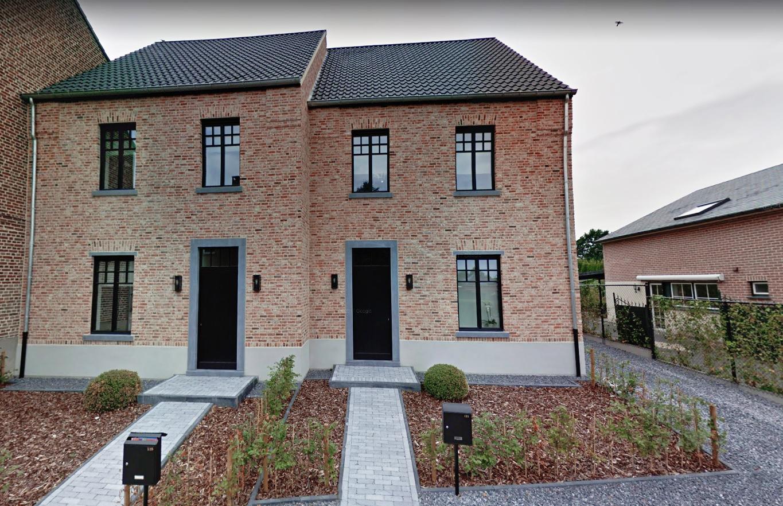 nieuwbouw 2 twee-onder-een-kap woningen te Lanaken